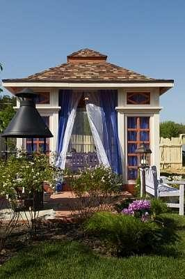 Пурпурный дворец. Беседка с террасой для дикого сада